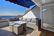 Terrasse Im Dach - dachterrasse gestalten schraegdach dachloggia kunstrattan