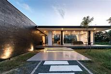 The Flat Roof House An Ancient Style Turned Modern