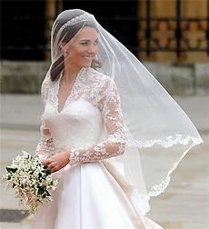 pearl bridal ways to wear a tiara and veil at the