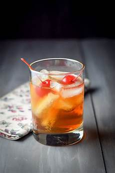 manhattan cocktail recipe classic and cool dishes delish