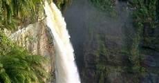 Gambar Pemandangan Air Terjun Yang Menarik Sekali Dan