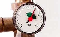 heizung verliert wasserdruck wasserdruck der heizung pr 252 fen was tun bei druckverlust