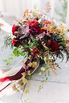 15 fall wedding bouquet ideas and which flowers they re