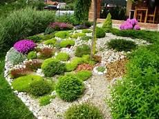 Gartengestaltung Mit Steinen Und Kies Bilder - 1001 ideen zum thema blumenbeet mit steinen dekorieren