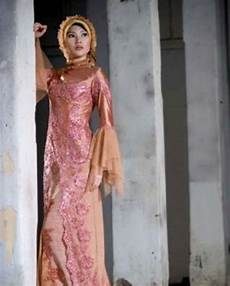 Contoh Desain Model Kebaya Muslim Modern Terbaru Wanita