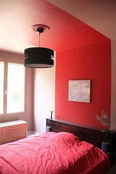 peinture corail effet baldaquin dans une chambre