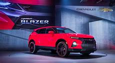 2019 blazer reveal video watch chevy reveal its newest suv gm authority
