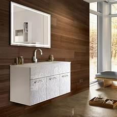mobili bagno eleganti mobile elegante bianco lucido con specchio led modello