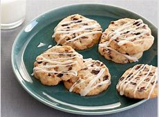 dried cherry and almond cookies with vanilla icing_image
