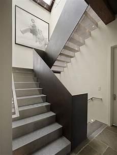 treppengeländer innen modern moderne innentreppe design ideen aus edelstahl treppen und gel 228 nder treppe stahltreppen und