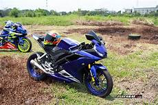 Yamaha R15 Modifikasi Stiker by Modifikasi Yamaha All New R15 Warna Emas Pakai