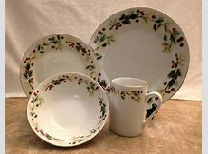 Gibson Holiday Classic 16 Piece Dinnerware set (New in Box