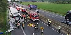 Rastplatz Quot Am Blauen Stein Quot Mann Nach Lkw Unfall Auf A61