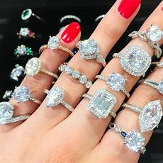 3 reasons why engagement ring shopping is way better now