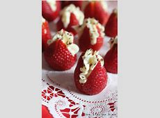 cream brulee with strawberries_image