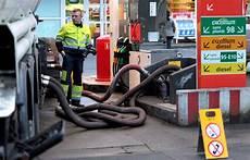 essence ile de essence et gazole de retour dans les stations total d ile