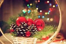 immagini candele natale decorazioni 7 decorazioni con le pigne semplici e graziose donnad
