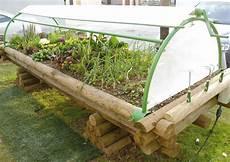 Le Jardinou Jardini 232 Re En Bois Sur 233 Lev 233 E Pour Jardiner