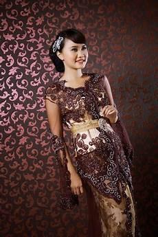 Trend Model Baju Kebaya Wisuda Modis Dan Elegan Terbaru