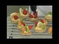 Crostatine Golose Alla Frutta Youtube | crostatine alla frutta con crema pasticcera e pasta frolla tartellette alla frutta youtube