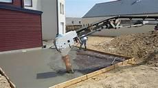 dalle beton pour garage dalles b 233 ton terrasse et garage maison carr 233 blanc