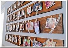 bilder kreativ aufhängen gallery wall wood planks b 252 ro fotopr 228 sentation