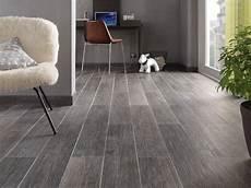 carrelage imitation parquet gris 13368 carrelage aspect bois ambiance chaleureuse leroy merlin carrelage aspect bois carrelage