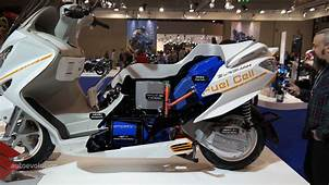 Suzuki Burgman Fuel Cell Scooter Tech Examined At EICMA