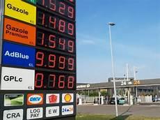 Carburant Les Distributeurs S Engagent 224 Baisser Les Prix