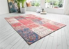 vintage teppich in rot mit flickenmuster kaufen
