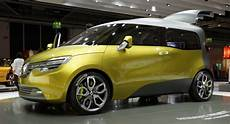 Renault Rolls Out Electric Frendzy Minivan Concept In