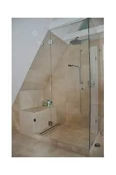 dusche in schräge mit glas abgetrennte duschkabine gef 228 llt zudem gut