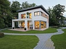 Umbau Haus Planen - extravagante stadtvilla mit garten und langer zufahrt