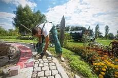 Arbeiten Im Garten - arbeiten im hof und garten hornbach
