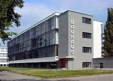 what are the defining characteristics of bauhaus design