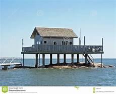 Haus Auf Wasser - haus 252 ber dem wasser stockbild bild erh 246 ht pier