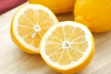 Gr 252 Nde Warum Eine Aufgeschnittene Zitrone Ins
