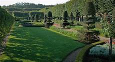 les solaires de jardin 61030 the gardens of villandry are restored to their renaissance chateau and gardens of villandry