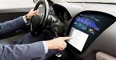Bluetooth Im Auto - toyota sposa la tecnlogia smartlink di ford cresce l