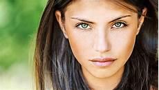 grüne kontaktlinsen für braune augen farbige kontaktlinsen richtig tragen s health