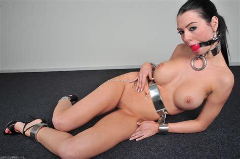 Eloise Mumford Nude