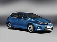 Toyota Auris Hybrid 2013 Car Pictures 12 Of 24