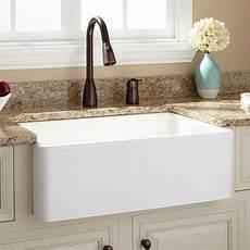 handbrause für waschbecken stilvolle wei 223 e sch 252 rze vorne waschbecken mit quarz