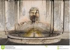 brunnen im hof der vatikan museen stockfoto bild