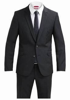 schwarzer anzug zur hochzeit basics in schwarz und wei 223 f 252 r den mann m 228 nner style