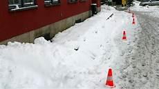 wann muss schneeräumen wer muss wann eis und schnee r 228 umen ndr de ratgeber