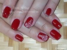 Rote Fingernägel Bilder - nageldesign rot fullcover rot schwarz nageldesign