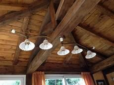 soffitto travi taverna illuminazione ladari e applique in ceramica