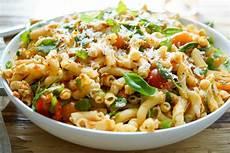 rezepte mit pesto nudel pesto salat mit getrockneten tomaten rezept