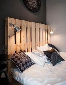 tete de lit palette de bois la palette en bois dans tous ses 233 tats d 233 coration